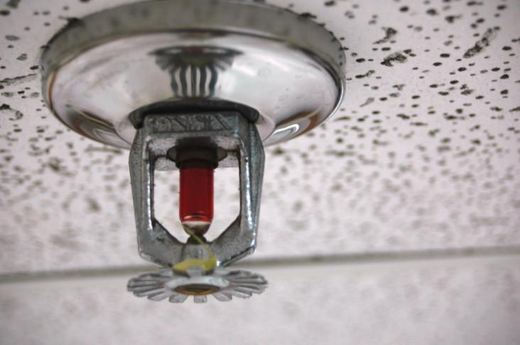 sistema de chuveiros automáticos